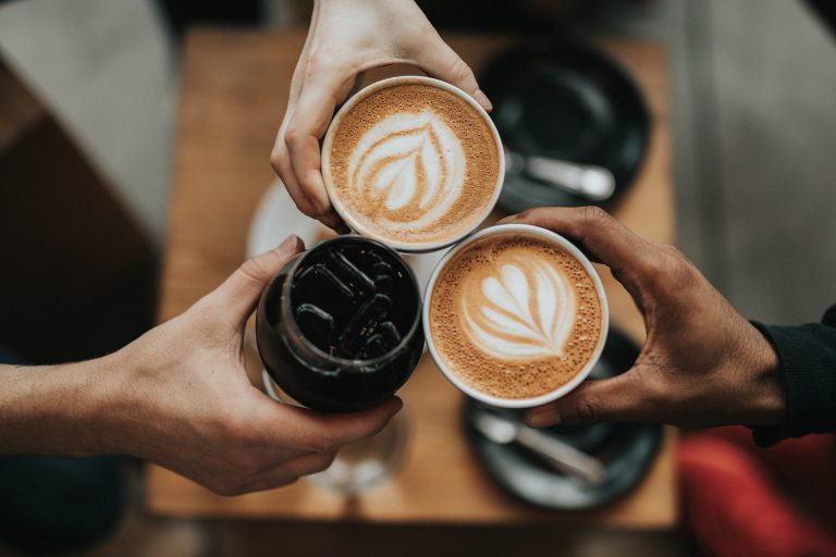 employer Branding, storytelling, marka, social media, trzy filiżanki kawy