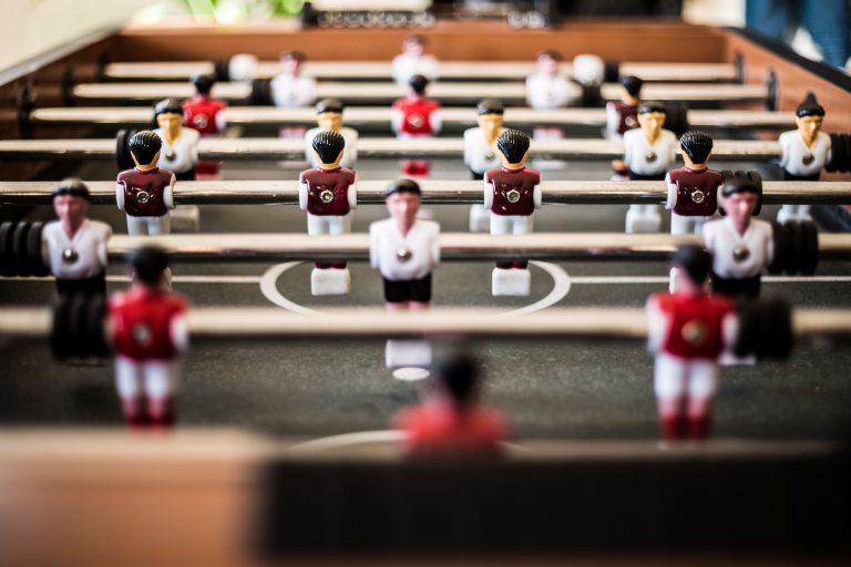 LinkedIn Teammates, zarządzanie siecią zawodową, piłkarzyki