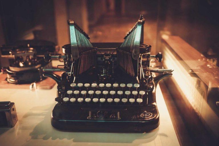Marka, storytelling, opowiadanie historii, maszyna do pisania