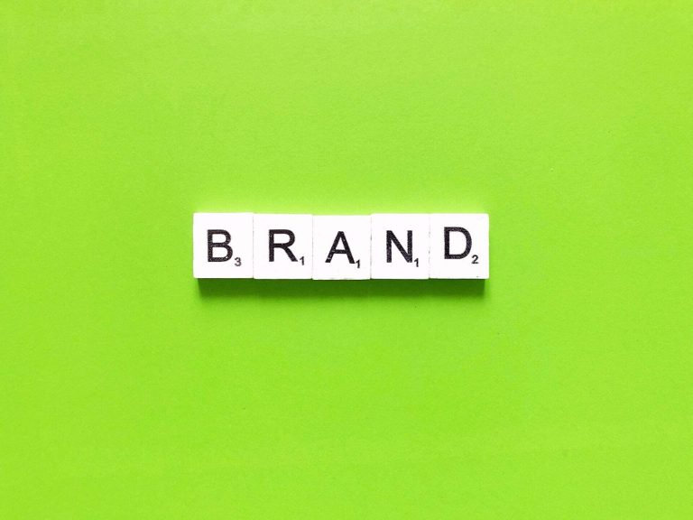 Personal Branding napis z liter scrabble, marka osobista, linkedin,