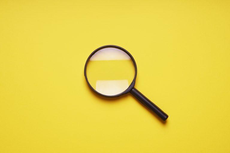 Sales Navigator lupa lub szkło powiększające jako symbol wyszukiwarki internetowej